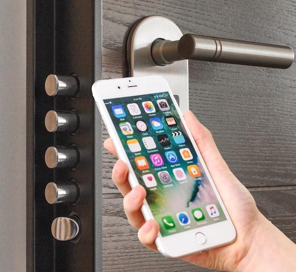 smartphone Hand iphone digital doorp opener